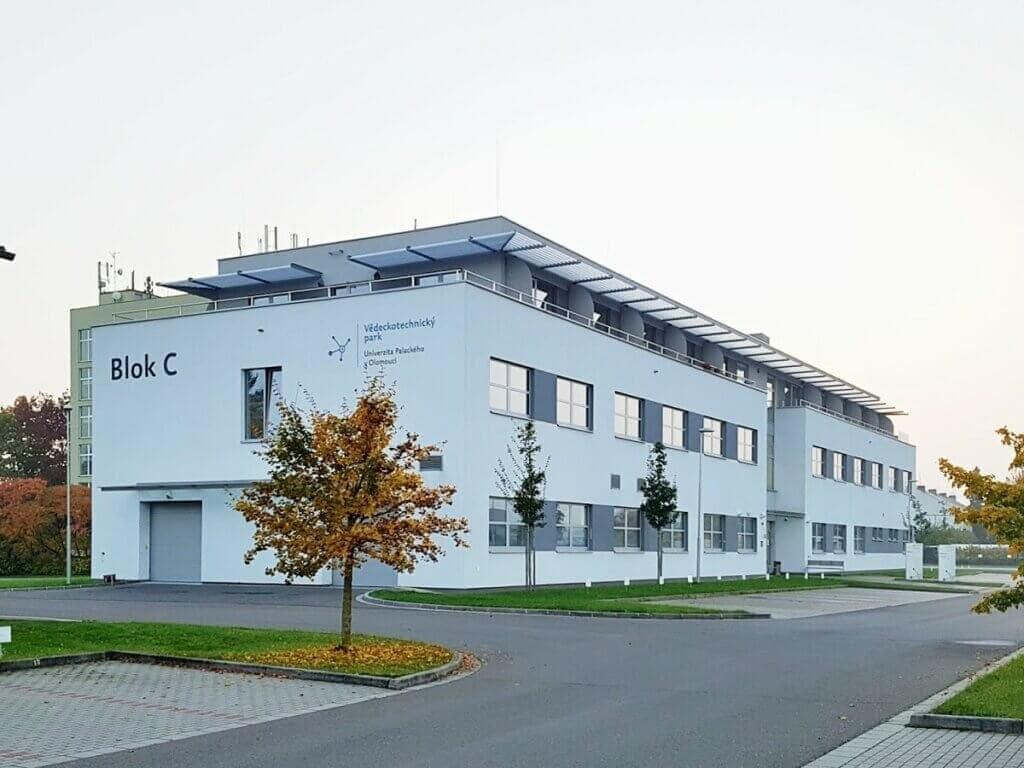 Blok C je moderní budovou v areálu VTP UP