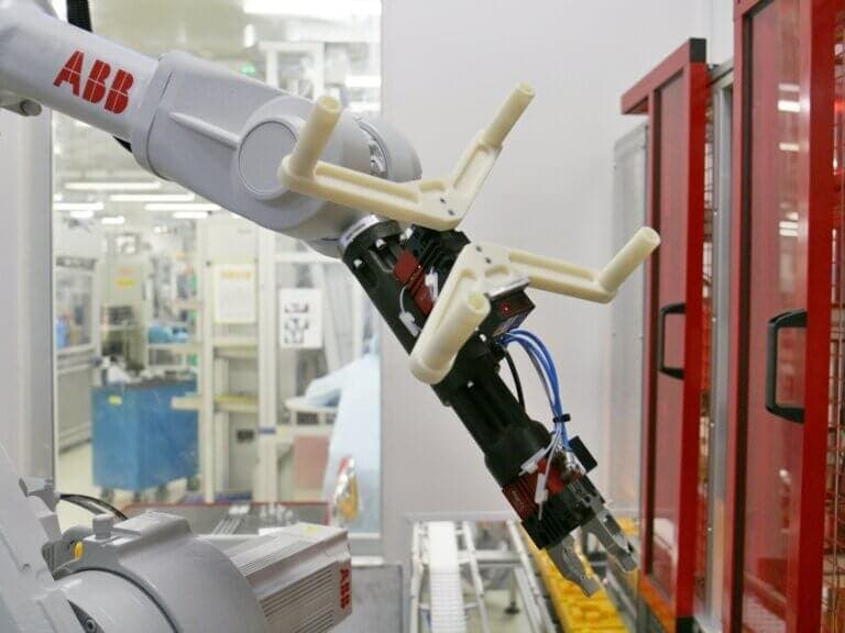 Příruba zápěstí robotického ramene