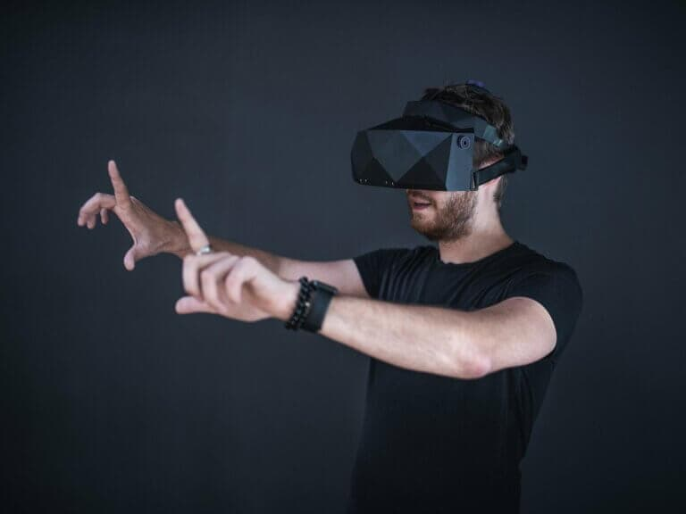Brýle provirtuální realitu XTAL