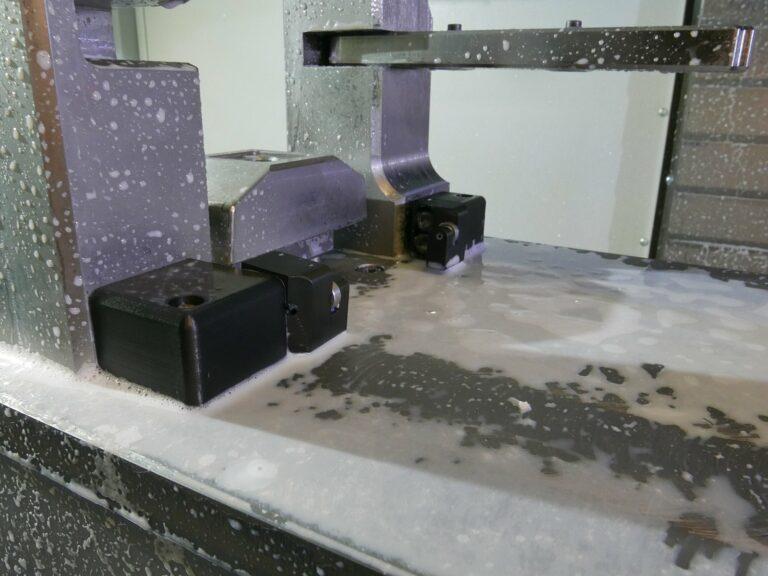 Jizerskohorská strojírna: Přípravek pro zakládání dílů do obráběcího centra je vytištěn z kompozitního materiálu Onyx. Po celou výrobní sérii jej není třeba vyměňovat