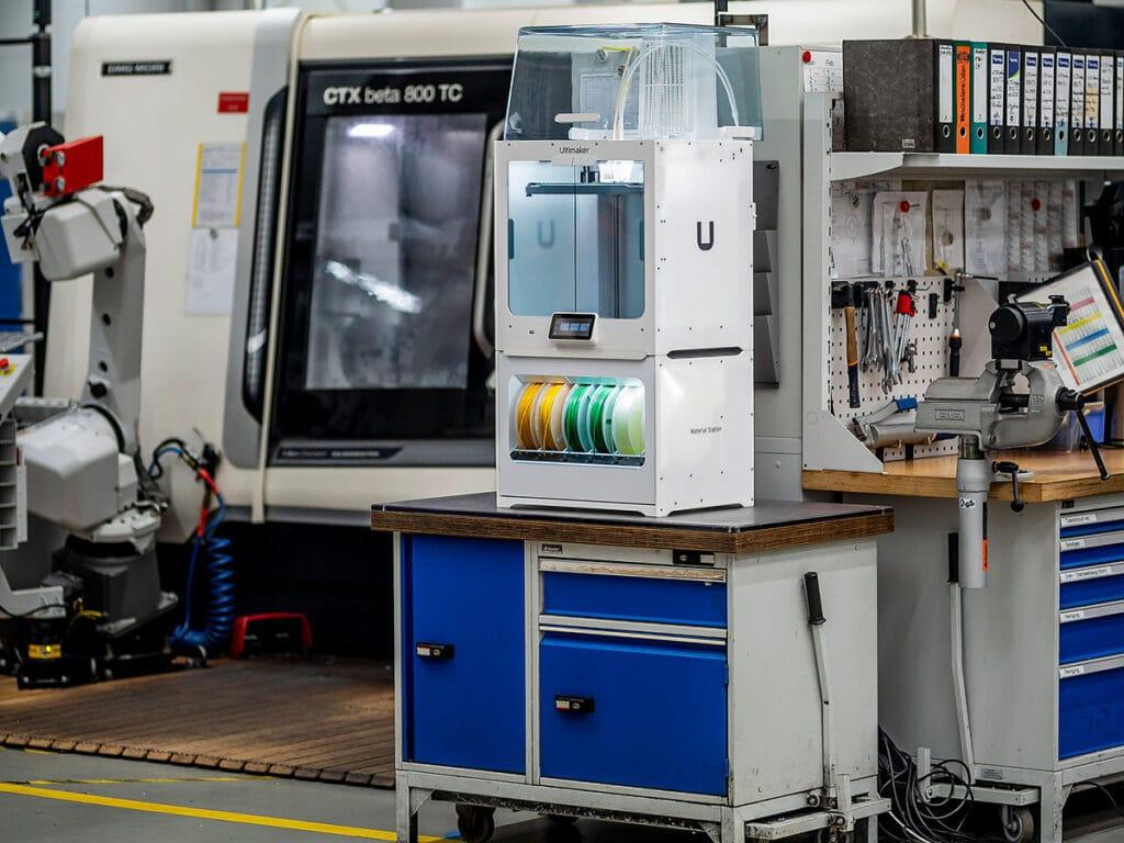Pro výrobu dílů přímo v provozu slouží 3D tiskárny Ultimaker S5 Pro Bundle