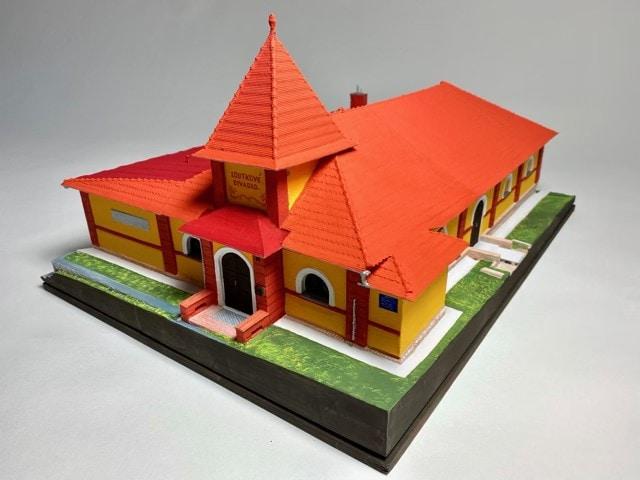 3D SKILL Studio se kromě vývoje a 3D tisku dílů pro průmysl věnuje i dalším oblastem, včetně modelování a prototypování. Na obrázku vytisknutý model připravený u příležitosti 100 let Loutkového divadla v Lounech